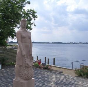 Amanda fra Kerteminde, statue